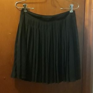 Black Pleated Short Skirt